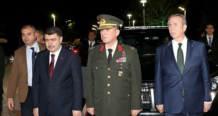 Cumhurbaşkanı Recep Tayyip Erdoğan, Rusya'da gerçekleştirdiği resmi ziyaretin ardından özel uçak TUR ile saat 23.40'ta Ankara'ya geldi. Ankara Büyükşehir Belediye Başkanı Mansur Yavaş da Erdoğan'ı karşılamak üzere Esenboğa Havalimanı'na geldi.