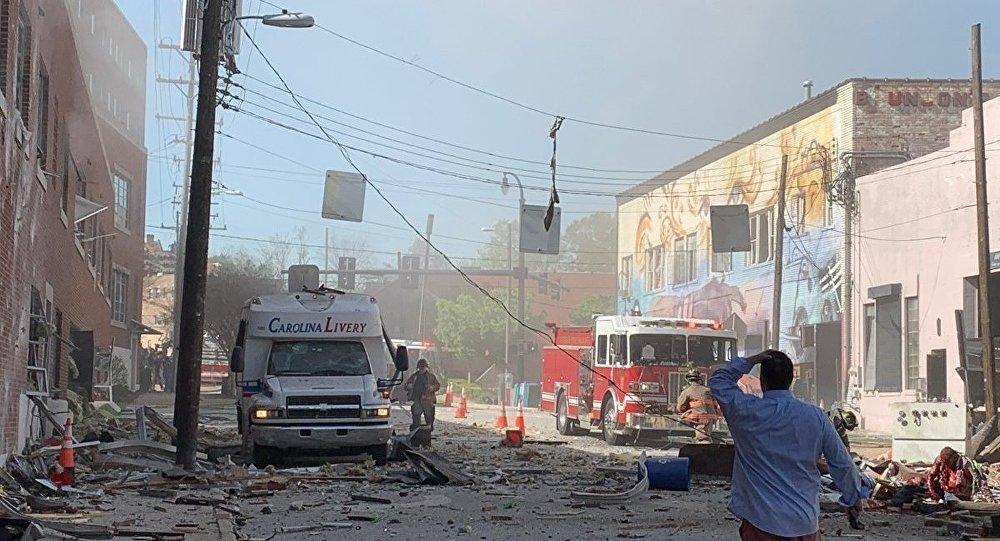 ABD'nin Kuzey Carolina eyaletinde bir kafede gaz sızıntısı nedeniyle patlama meydana geldi. Binanın tamamen yıkıldığı olayda 1 kişi hayatını kaybetti, 15 kişi yaralandı.