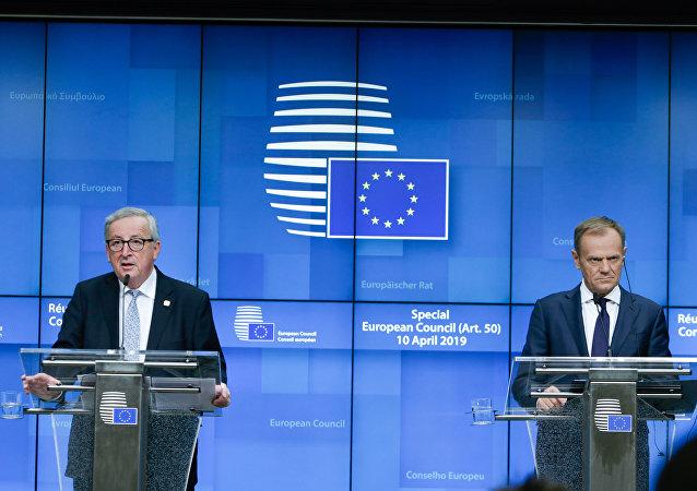 Donald Tusk ve Jean-Claude Juncker