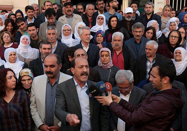 HDP Diyarbakır'da açlık grevleri ile ilgili açıklama yaptı