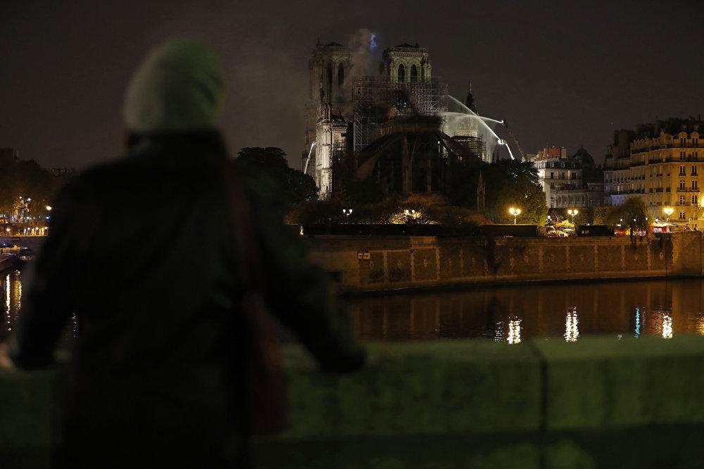 Fransa'da tarihi eserler ilgili çalışmalar yapan Miras Vakfı'ndan yapılan açıklamada, katedralin restorasyonu için ulusal yardım kampanyası başlatılacağı belirtildi.