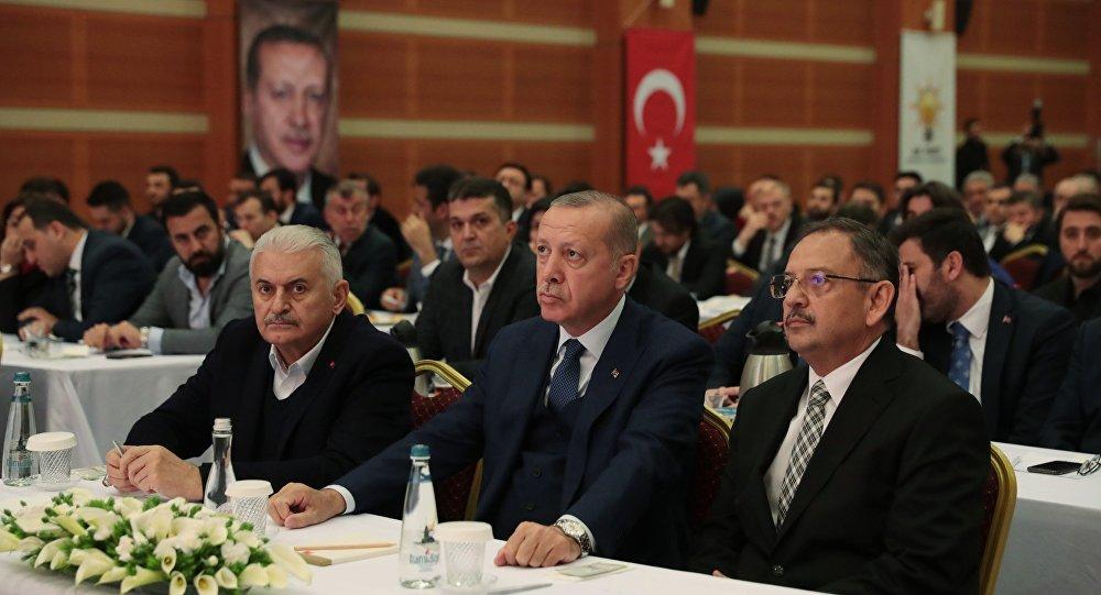 Erdoğan, AK Parti İstanbul İl Başkanlığı'nda Yıldırım ve Özhaseki ile görüştü