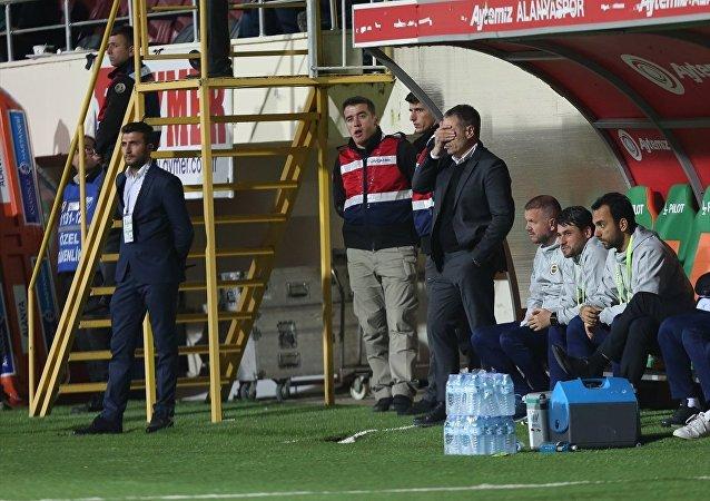 Aytemiz Alanyaspor deplasmanına 1-0 yenilerek küme düşme korkusunu dirilten Fenerbahçe'nin teknik direktörü Ersun Yanal