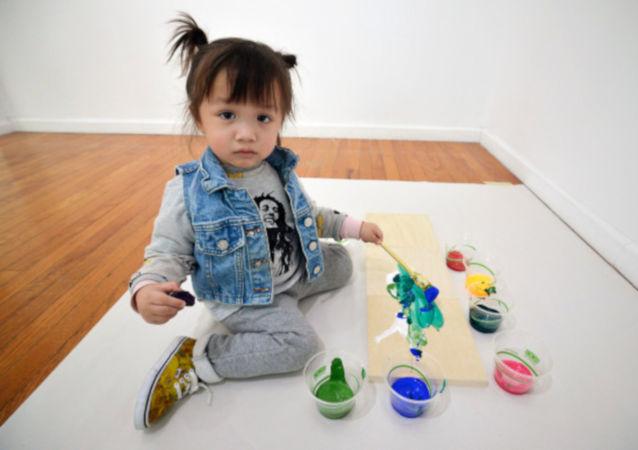 Lola June: Tabloları 1600 dolara alıcı bulan 2 yaşındaki ressam