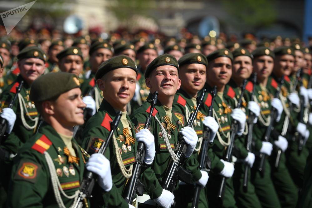 Kızıl Meydan'daki askeri geçit töreninin genel provasına binlerce asker katıldı.