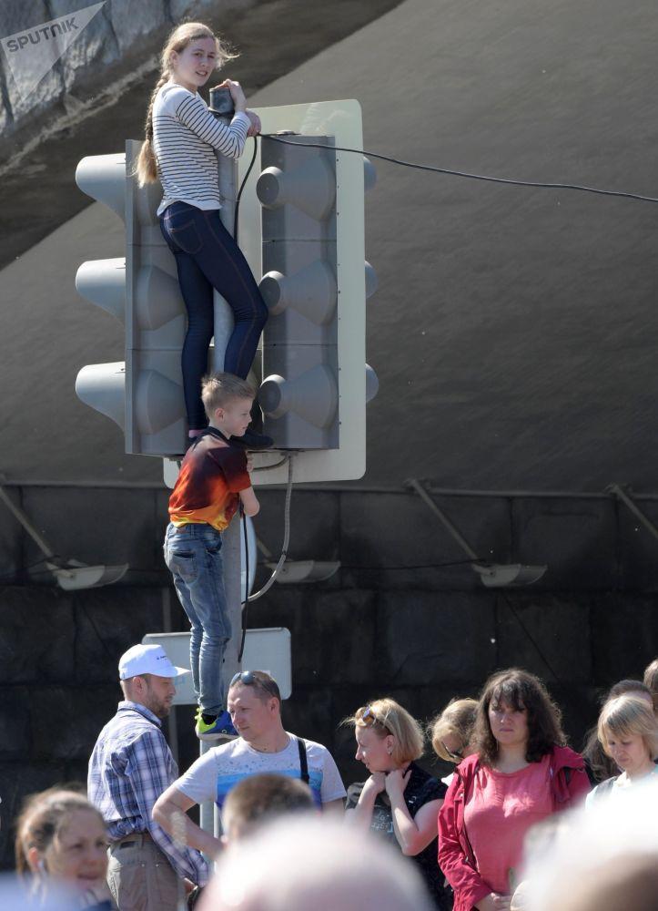 Zafer Günü askeri geçit töreninin genel provası, Moskovalılar ve turistlerin yoğun ilgisini çekti.