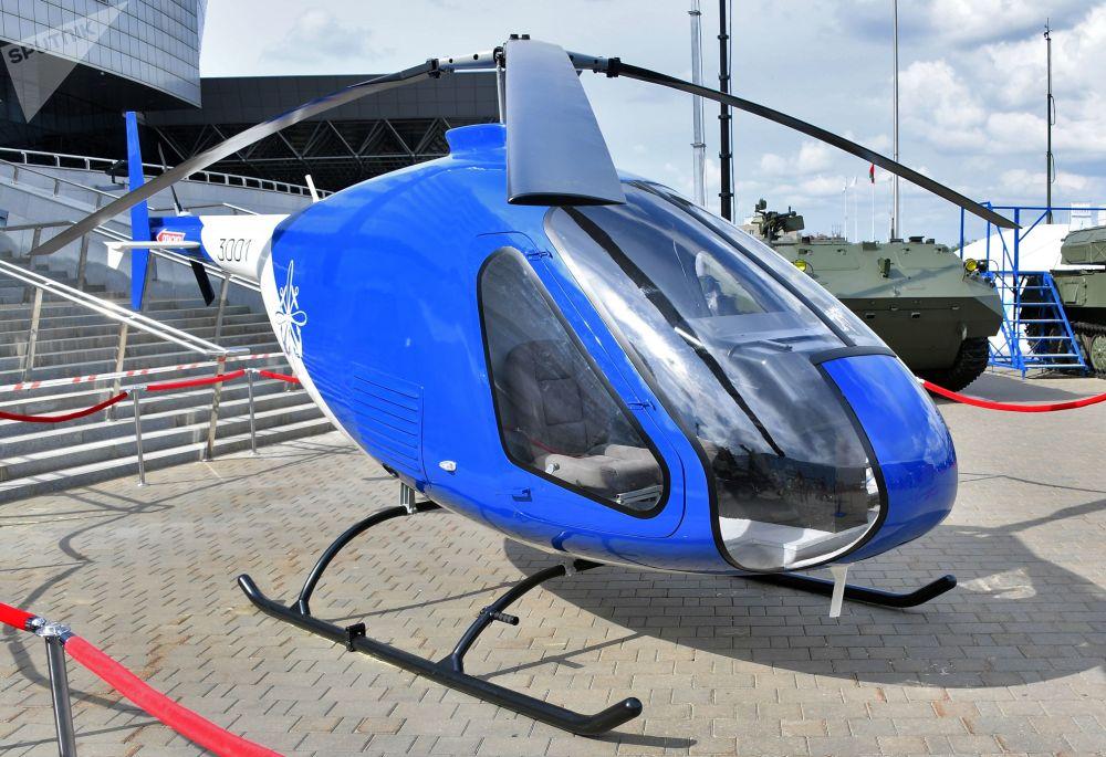 Minsk'te düzenlenen  MILEX-2019  Uluslararası Savunma Sanayii Fuarı'nda görücüye çıkan Skaymak 3001 tipi eğitim helikopteri.