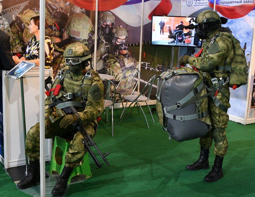 MILEX-2019  Uluslararası Savunma Sanayii Fuarı'nda tanıtılan askeri ekipmanlar.