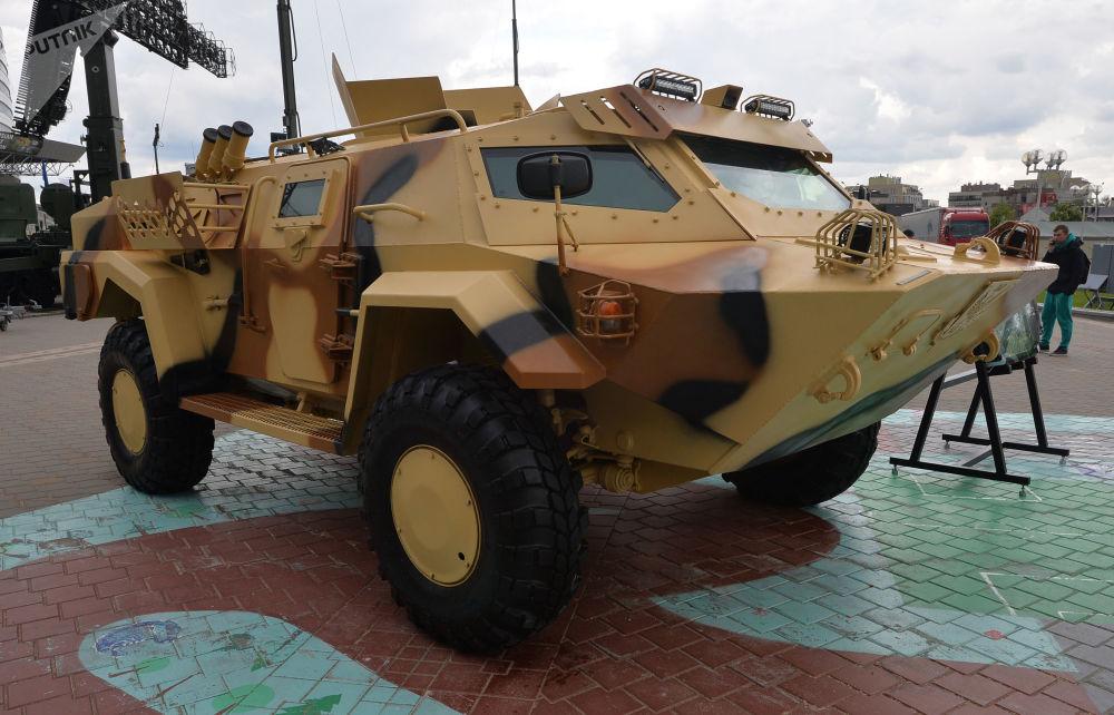 Belarus'un başkenti Minsk'te gerçekleşen MILEX-2019 Uluslararası Savunma Sanayii Fuarı kapsamında sergilenen Kayman zırhlı aracı.