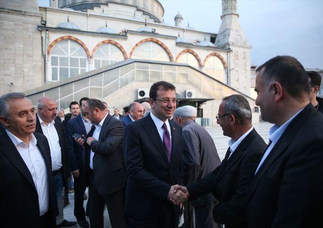 CHP İstanbul Büyükşehir Belediye Başkan Adayı Ekrem İmamoğlu, Küçükçekmece Akşemsettin Camisi Konferans Salonunda düzenlenen iftarda, Doğu ve Güneydoğulu kanaat önderleriyle bir araya geldi.