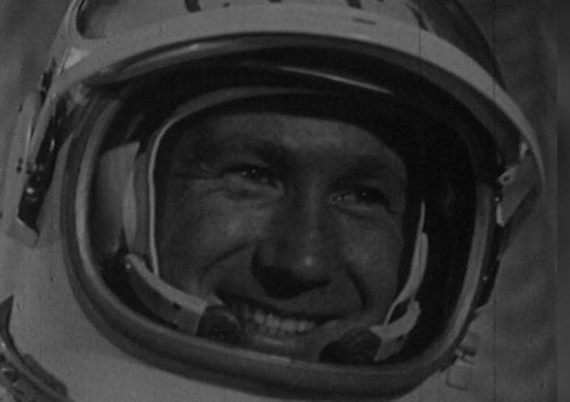 Kozmonot ve ressam: ilk uzay yürüyüşünü yapan Aleksey Leonov 85 yaşında