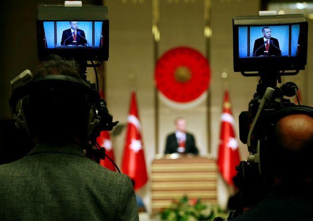 Türkiye Cumhurbaşkanı Recep Tayyip Erdoğan, Cumhurbaşkanlığı Külliyesi Sergi Salonu'nda yargı çalışanlarıyla iftarda bir araya geldi. Cumhurbaşkanı Erdoğan programda konuşma yaptı.