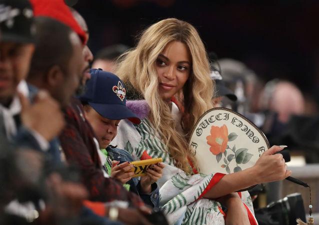 ABD'li şarkıcı Beyonce Knowles, 400 milyon dolar kazanarak, Forbes sıralamasının 4. sırasına yerleşti.