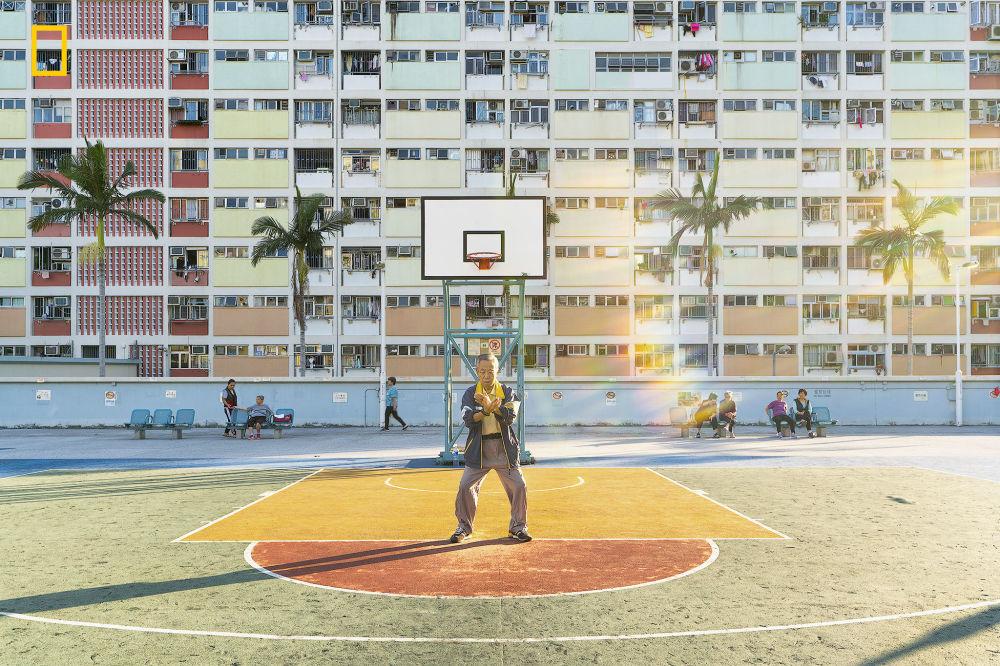 İnsan kategorisinde ikincilik ödülünü alan Yoshiki Fujiwara'nın fotoğrafı Hong Kong'daki Choi Hung Evi'nde çekildi.