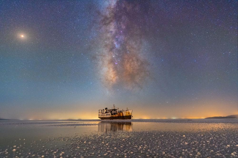 Finalistlerden İranlı yarışmacı Masoud Ghadiri'nin fotoğrafı İran'daki Urumiye Gölü'nde çekildi.