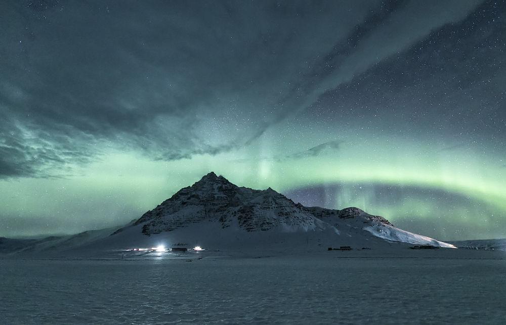 Yarışmanın kısa listesine giren Çinli fotoğrafçı  Xiuquan Zhang'in Kutup ışıkları görüntüsü.