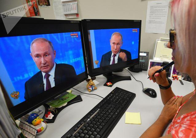 Vladimir Putin ile Direkt Hat programından bir kare