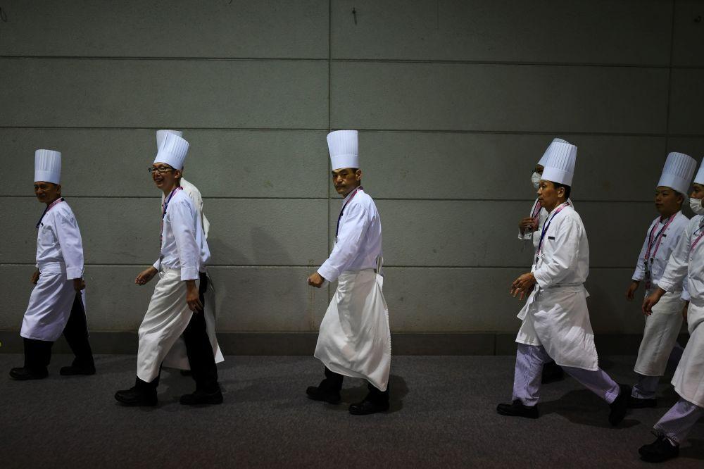 Japonya'nın Osaka kentinin ev sahipliği yaptığı G20 Zirvesi çerçevesinde  bir araya gelen liderler için hazırlanan yemeklerden sorumlu olan aşçılar.