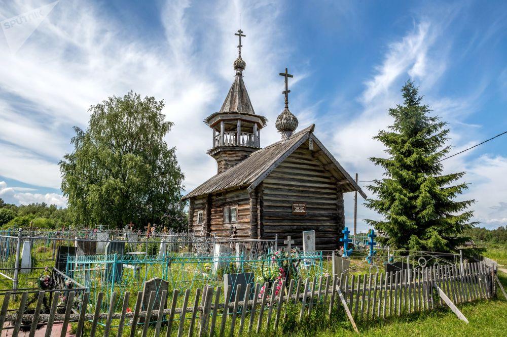 Karelya'nın Pyalma köyünde bulunan 18. yüzyıla ait olan İlyinskaya Kilisesi.
