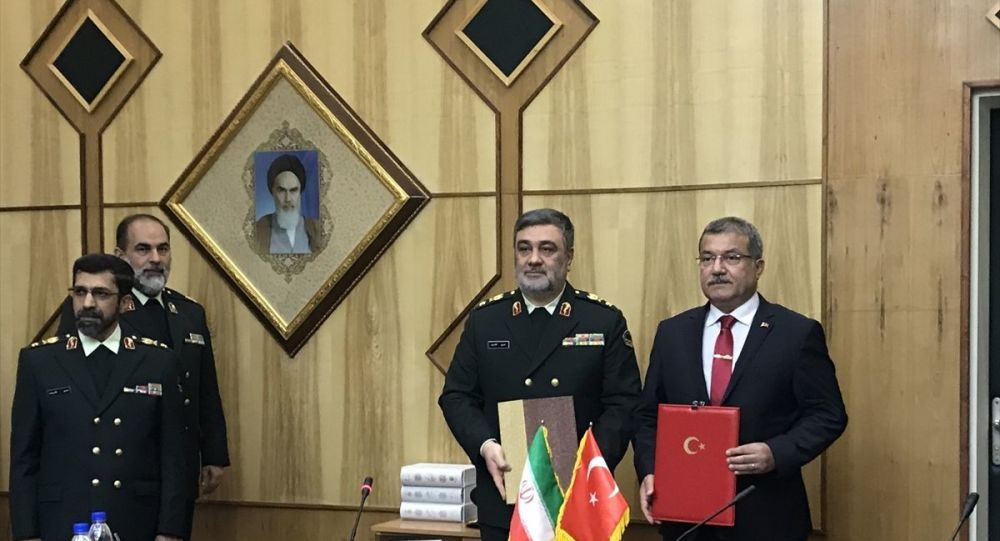 Emniyet Genel Müdürü Celal Uzunkaya (sağda), İran Polis Teşkilatı Komutanı General Hüseyin Eşteri (sağ 2)