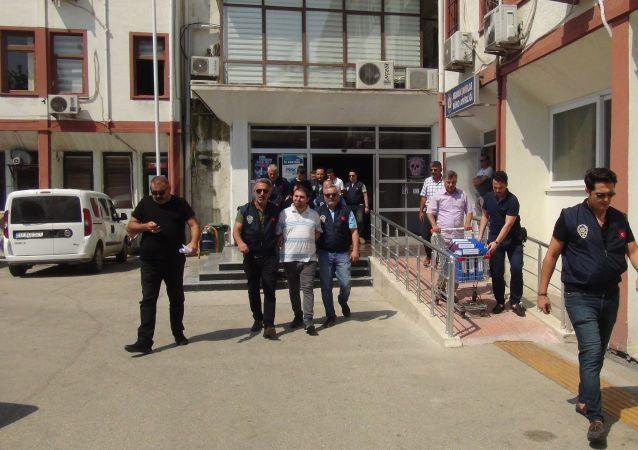 Mersin'de 7 kişinin öldüğü sahte içki olayıyla ilgili 5 kişi tutuklandı
