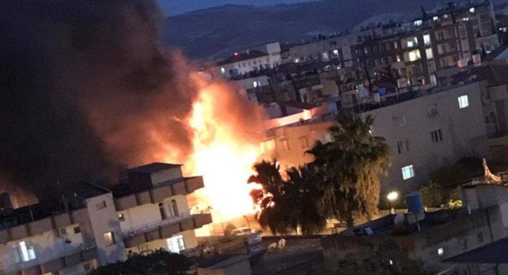 Reyhanlı'da boya imalathanesinde yangın