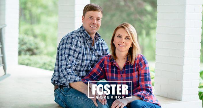 Robert Foster ile eşinin valilik seçimi kampanyası için verdiği poz