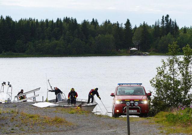 İsveç'te paraşütçüleri taşıyan uçak düştü