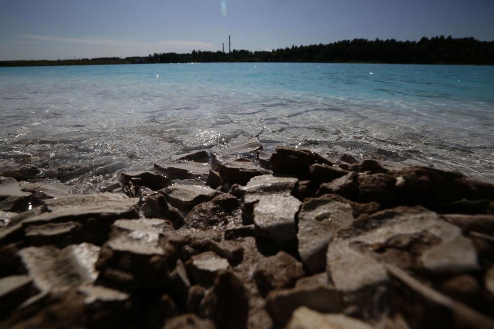 Dibe çöken küllerden ötürü gölün 'çamaşır deterjanı' gibi koktuğunu da itiraf eden ziyaretçiler, bölgeyi 'insanın ruhuna işleyen masal gibi bir yer' olarak nitelendiriyor.