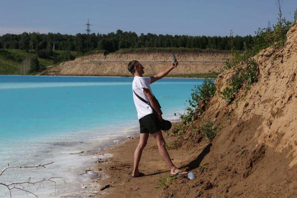 Muhteşem manzarasıyla Instagram kullanıcılarından yoğun ilgi gören göl, bugüne dek 1,5 milyon kadar ziyaretçiye ev sahipliği yaptı.