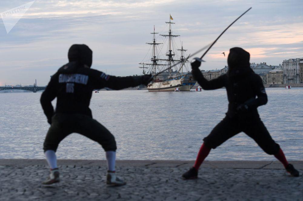 Resmi olarak 2006 yılından bu yana her yıl Temmuz ayının son haftasında kutlanan Rusya Deniz Kuvvetleri günü çerçevesinde, Kuzey Denizi, Baltık Denizi, Karadeniz ve Hazar Denizi donanmalarının bulunduğu bölgelerde, savaş gemileri, denizaltıları ve askerlerin katıldığı çeşitli etkinlikler düzenleniyor.