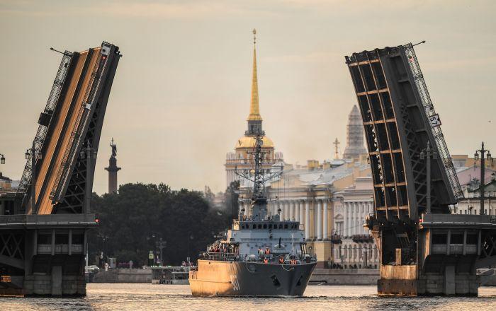 St.Petersburg'daki askeri geçit töreni provasında yer alan 12700 Projesi kapsamında üretilen 'Aleksander Obukhov' mayın tarama gemisi.