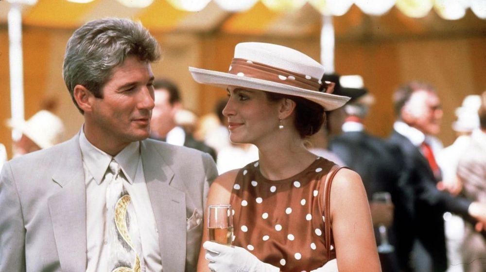 90'ların ikonik romantik komedisi Pretty Woman'da varoş mahalle kadınından elit alışveriş tutkunu kadına keskin bir geçiş yapan Julia Roberts her iki karakterindeki görünümüyle de döneme damgasını vurdu.