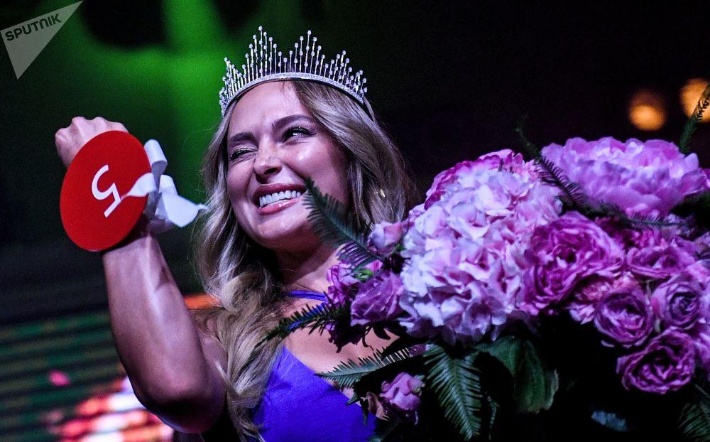 Miss MAXIM 2019 yarışmasını kazanan Viktoriya Tsuranova.