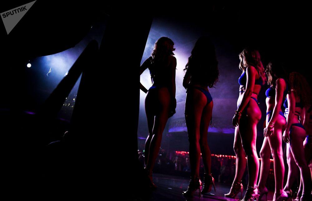 Moskova'nın bir gece kulübünde gerçekleşen Miss MAXIM 2019 güzellik yarışmasından bir kare.
