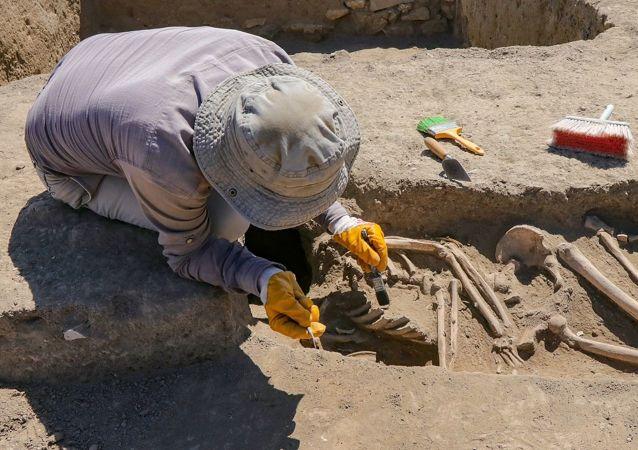 Van'da kafatası olmayan 2700 yıllık iskelet bulundu