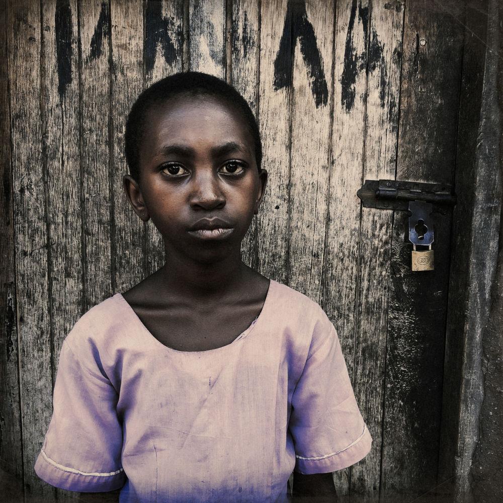 Seri kategorisinde birincilik kazanan fotoğrafçı Carol Allen Storey'in Uganda'da çektiği fotoğraf.