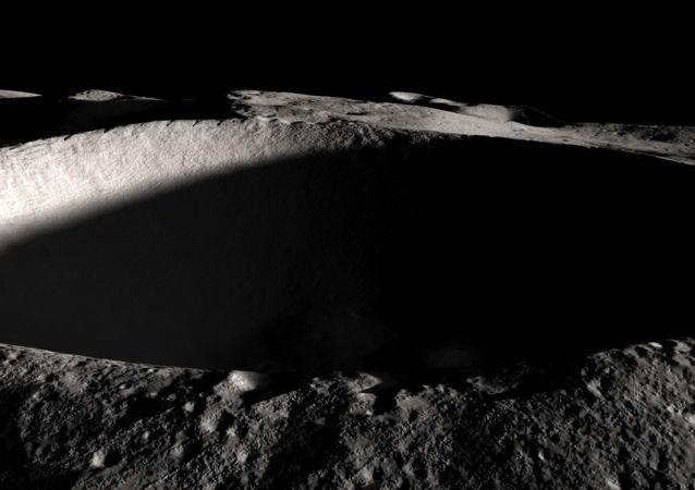 Ay'ın Güney Kutbu görüntüsü.