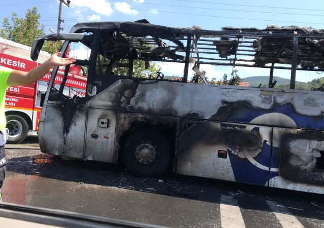Balıkesir'de otobüs alev aldı