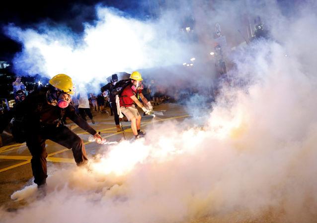 Çin'in Hong Kong Özel İdare Bölgesi'nde, zanlıların Çin'e iadesini kolaylaştıran yasa tasarısına karşı on binlerce göstericinin katıldığı protesto