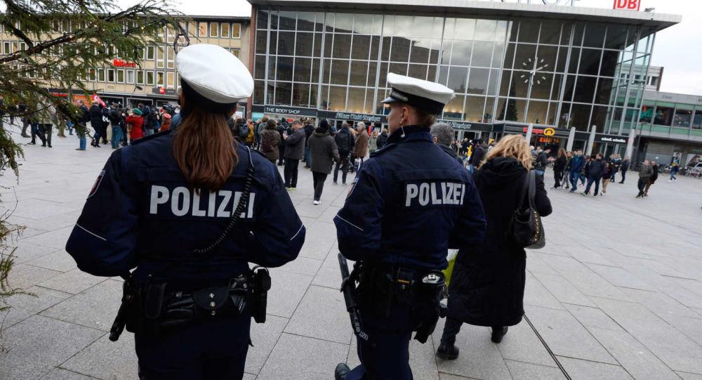 Almanya'da 25 farklı suçtan aranan zanlı Türkiye'ye kaçarken yakalandı