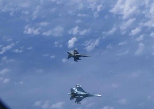 Su-27 uçakları, Rusya Savunma Bakanı Şoygu'nun uçağına yaklaşmaya çalışan NATO uçağını uzaklaştırdı