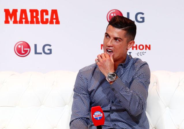 Cristiano Ronaldo MARCA Efsane Ödülü'nü aldığı törende
