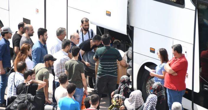 Esenyurt'tan 127 Suriyeli daha ülkesine döndü