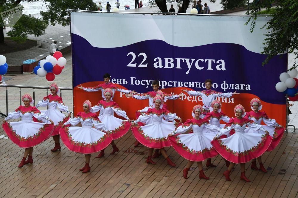 Vladivostok kentindeki Ulusal Bayrak Günü kutlamalarından bir kare.