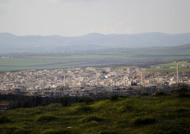 İdlib vilayetinin güney kırsalındaki Han Şeyhun'un uzaktan görünüşü