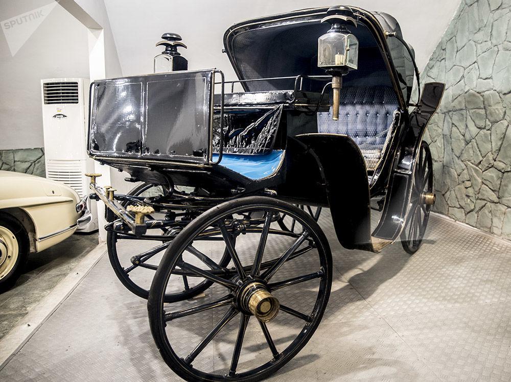Son İran Şahı Muhammed Rıza Pehlevi'nin atlı arabası.