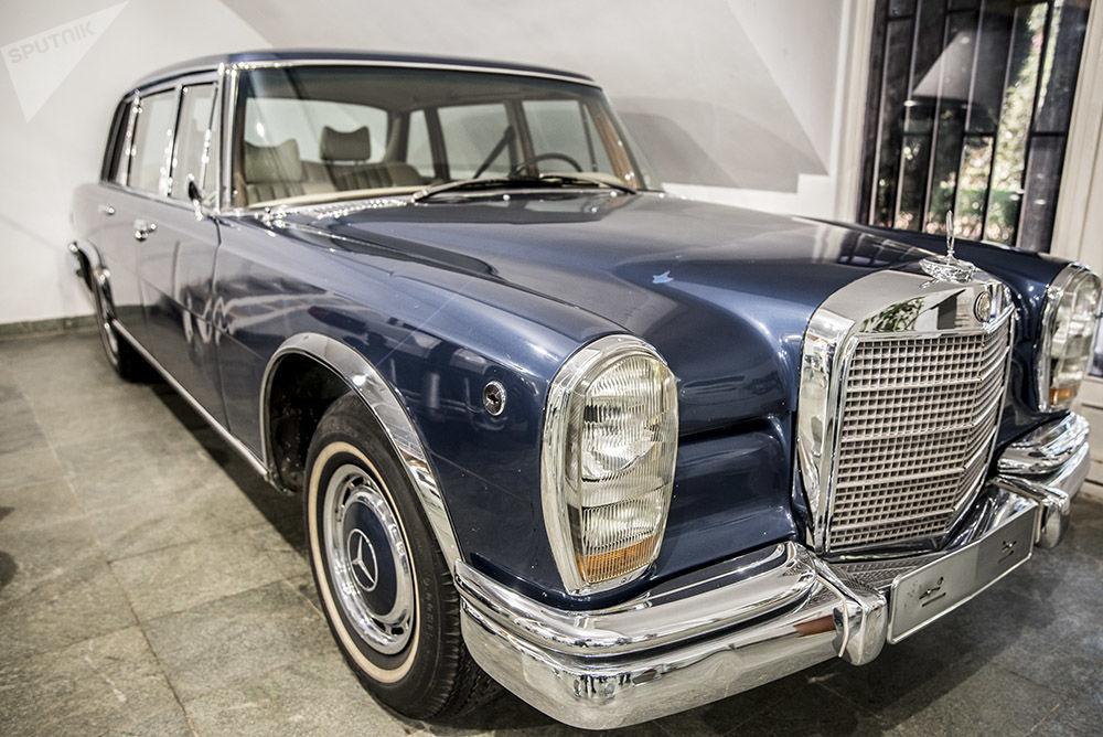Son İran Şahı Muhammed Rıza Pehlevi'nin otomobil koleksiyonundan Mercedes Benz 600