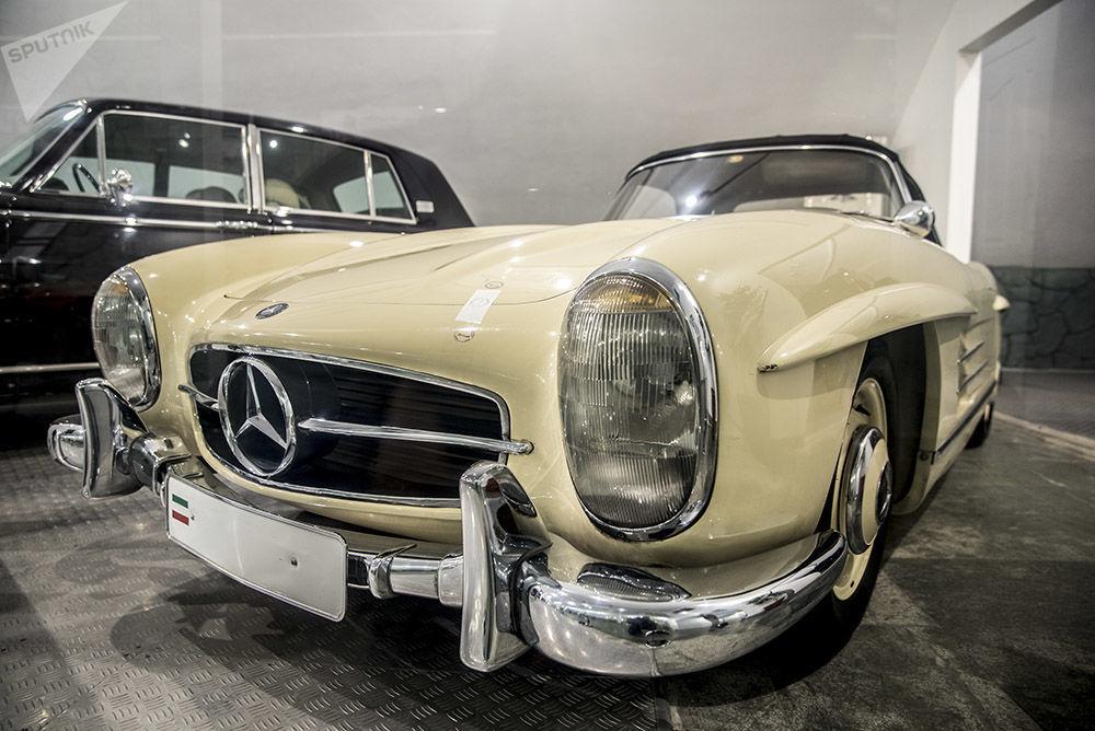 Müzede sergilenen  son İran Şahı Muhammed Rıza Pehlevi'nin eşi Farah Pehlevi'nin Mercedes-Benz SSL otomobili, dünyadaki en güzel ve ender görülen kalasik otomobillerden biri.