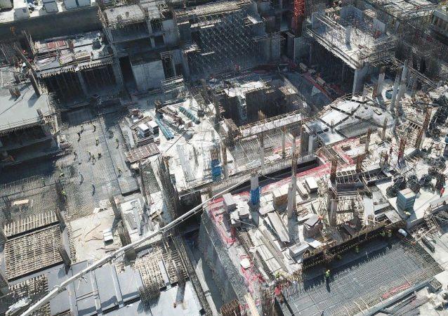 İşçilerin çalışmalarına devam ettiği AKM'deki son durum ise havadan fotoğraflandı. Fotoğraflarda  temel çalışmalarının bittiği ve katların ortaya çıkmaya başlandığı görülüyor.